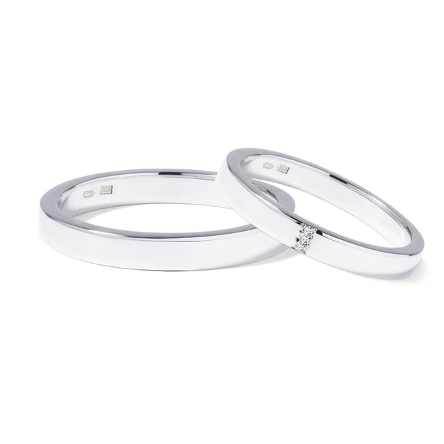 Wedding rings in white gold with three diamonds