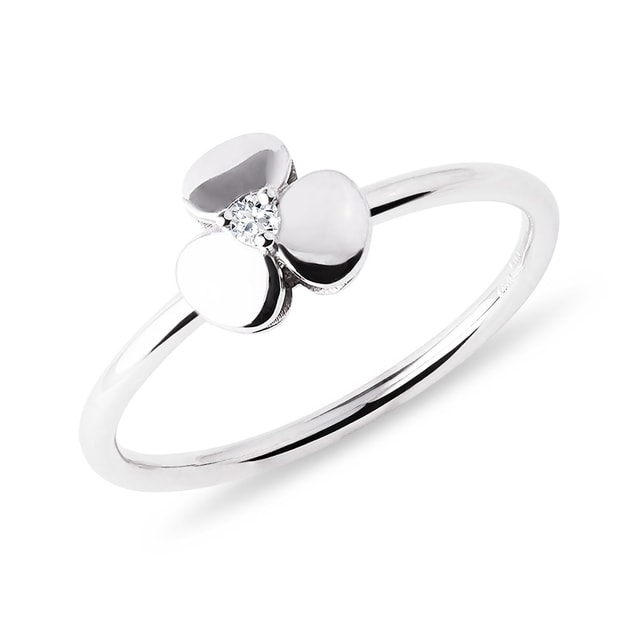 Diamond shamrock ring in white gold