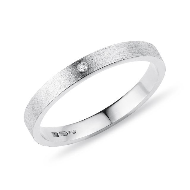 Textured diamond ring in white gold