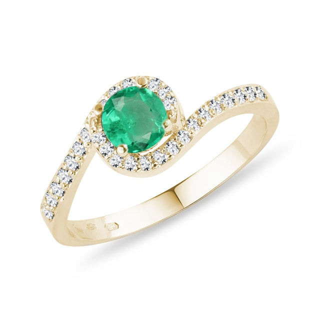 Emerald and diamond ring in gold