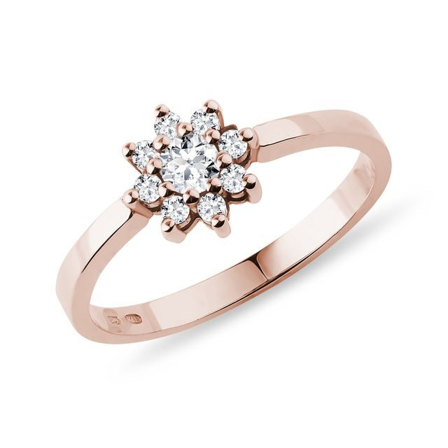 Flower-shaped diamond ring in rose gold