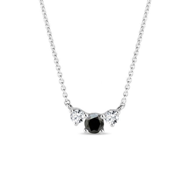 Collier en or blanc avec diamant noir et diamants