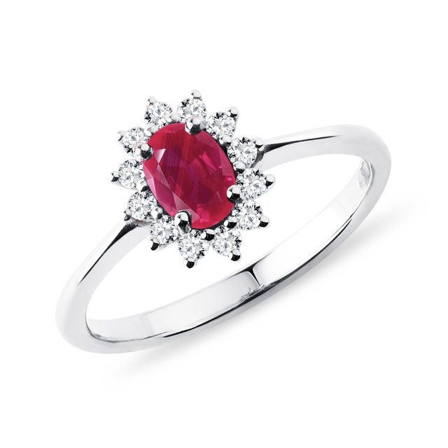 Ruby ​​and diamond ring in white gold