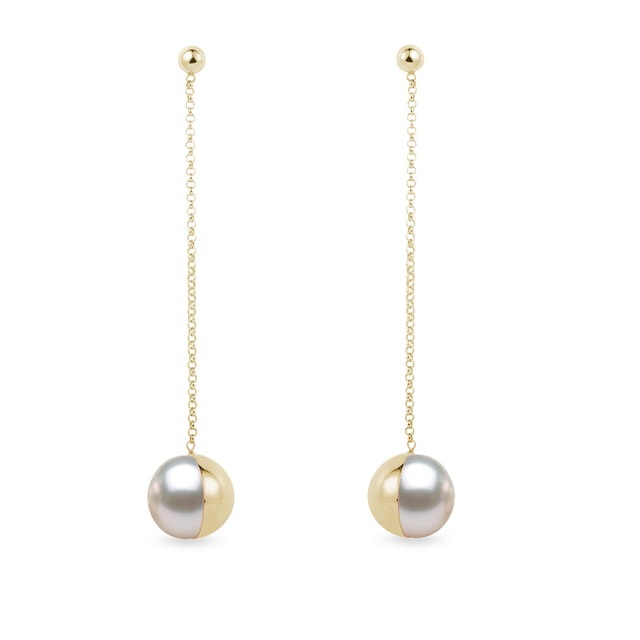 Hanging pearl earrings in yellow gold