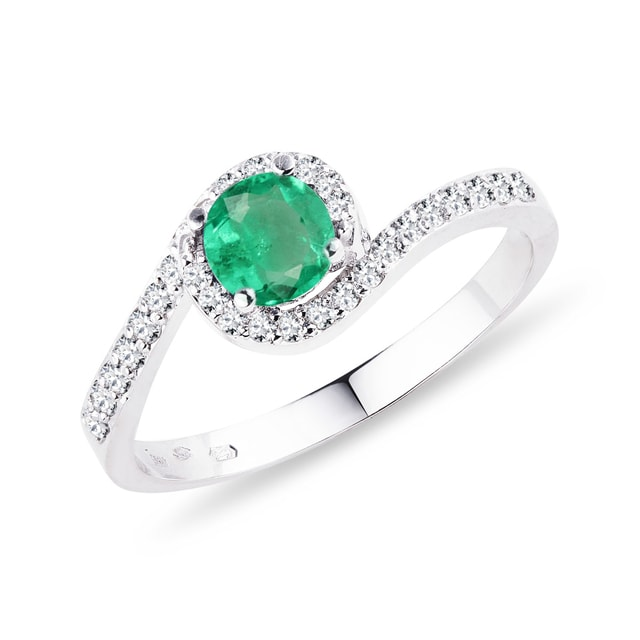 Gold ring with an emerald and diamonds