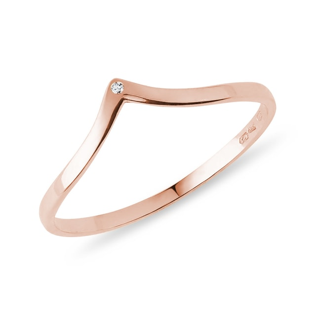 Ring of pink gold with diamond