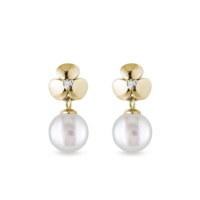 Diamond and pearl earrings in yellow gold
