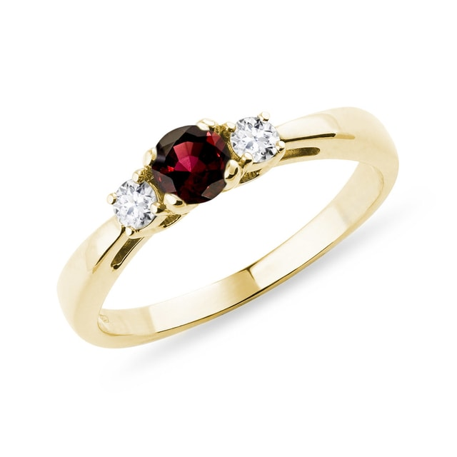 Granat-Ring mit Diamanten in Gelbgold