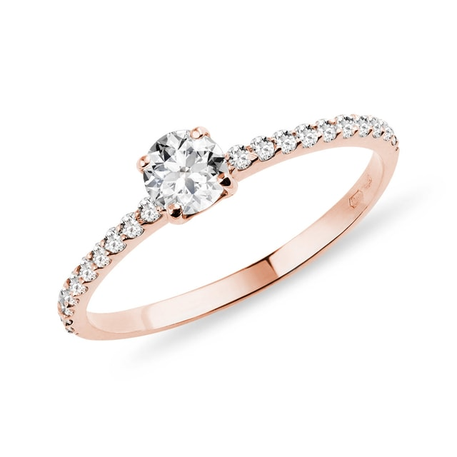 Bague en or rose avec diamants