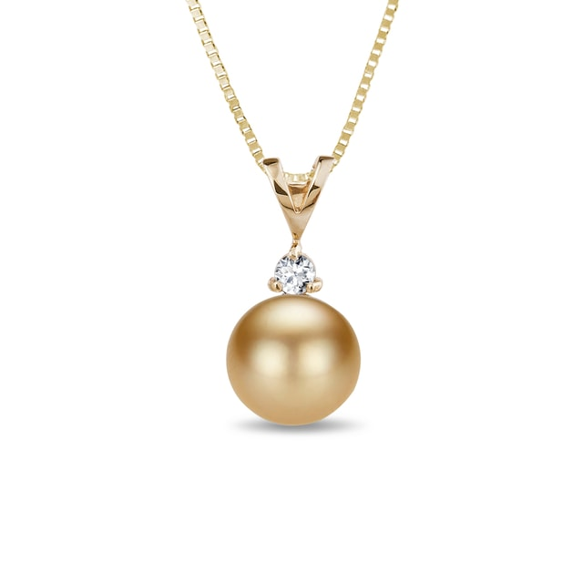 Gold pendant with a pearl and a diamond