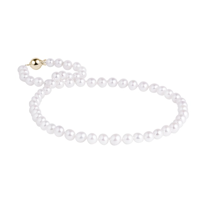 Akoya pearl necklace with a yellow gold clasp