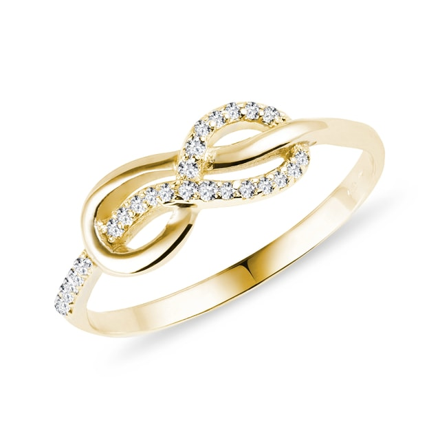 Ring with diamonds in yellow gold