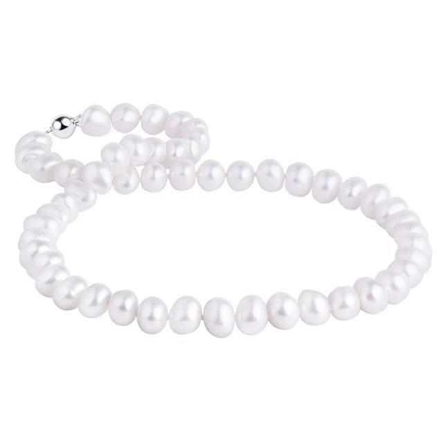 Freshwater pearl necklace with a silver clasp