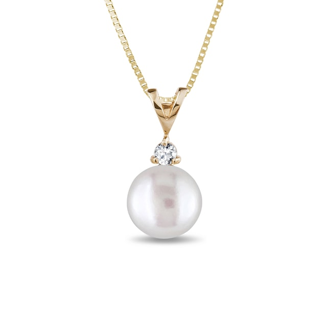 Pearl pendant with a diamond