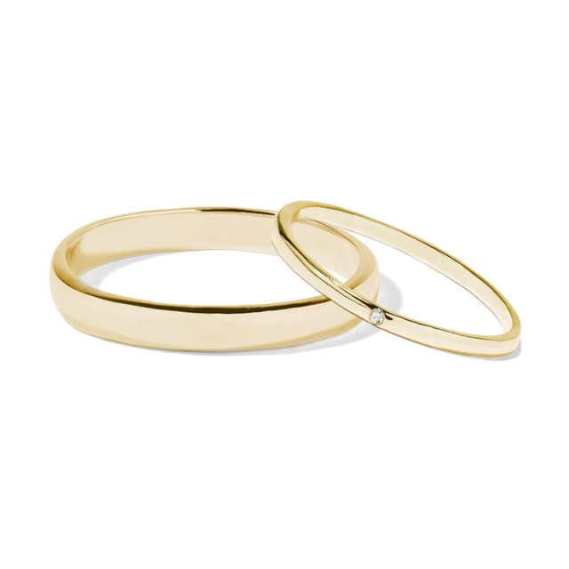 Simple wedding ring set in yellow gold