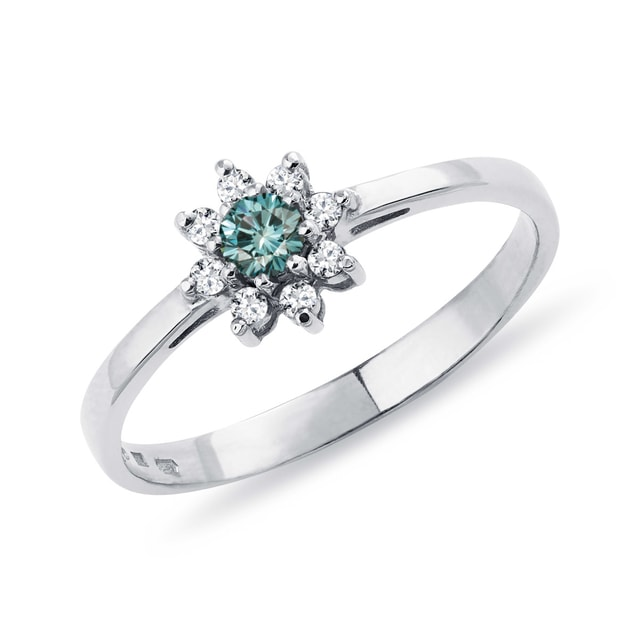 Blue diamond ring in white gold