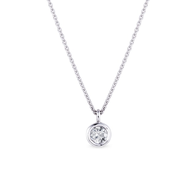 Diamond pendant necklace in white gold