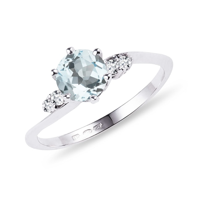 Aquamarine ring with diamonds in white gold