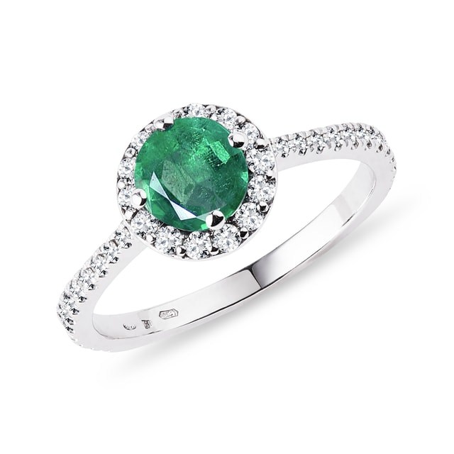 Emerald engagement ring in 14kt white gold