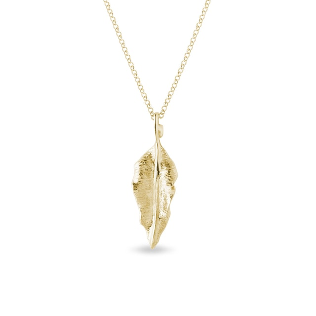 Large leaf necklace in yellow gold