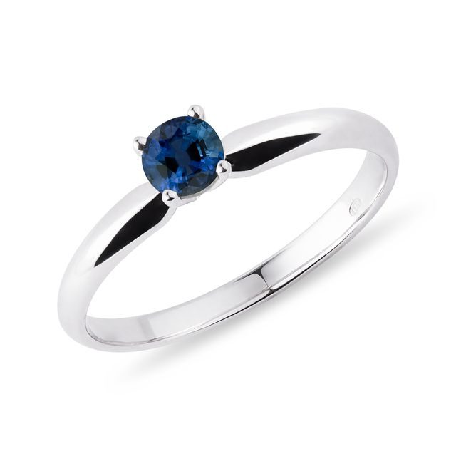 Sapphire ring in white gold