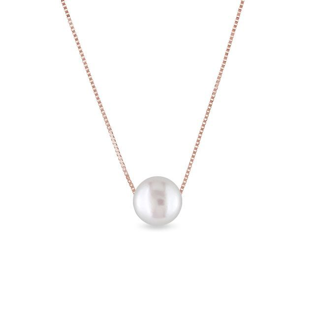 White pearl necklace in rose gold