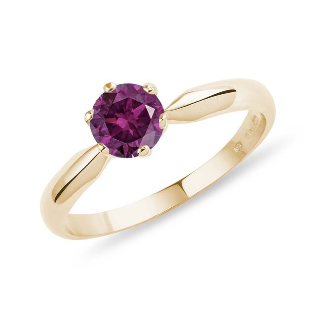 Pink diamond ring in gold