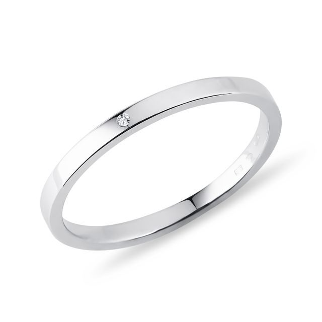 Wedding ring made of white gold with diamond