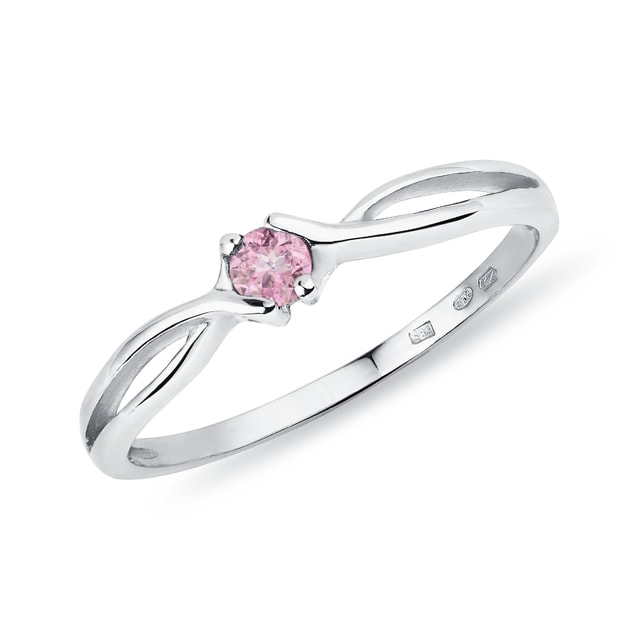 Gold ring with a pink sapphire