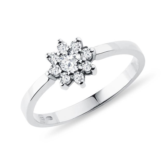 Flower-shaped diamond ring in white gold