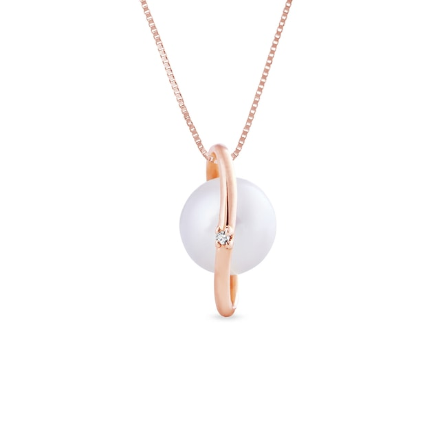 Pearl and diamond pendant in 14kt gold