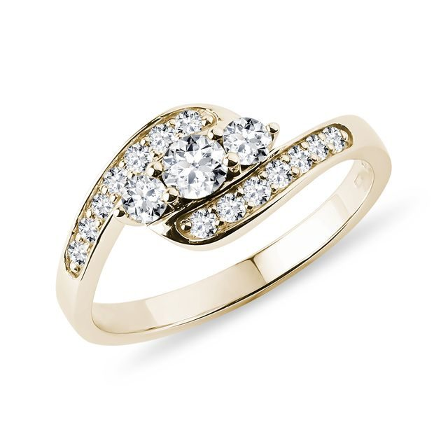 Engagement ring in yellow gold with diamonds