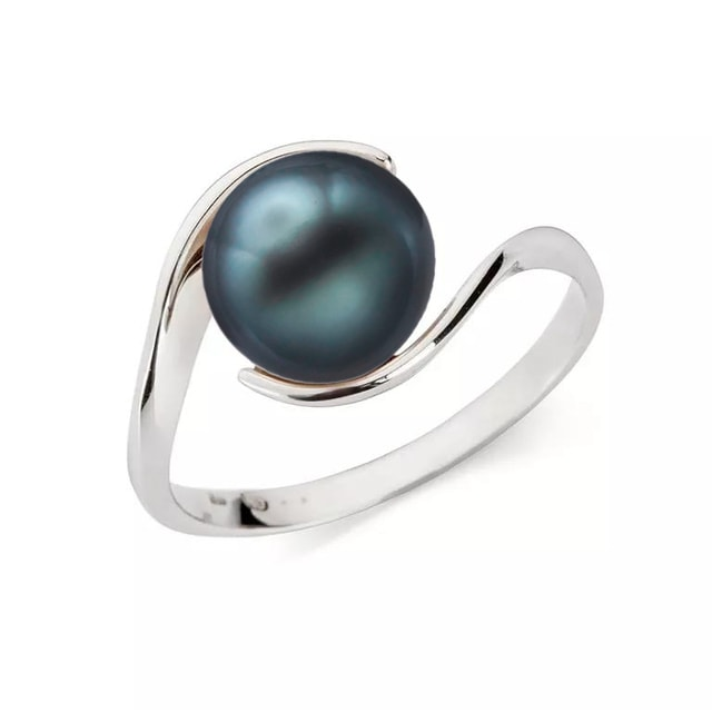 Gold ring with a Tahitian pearl
