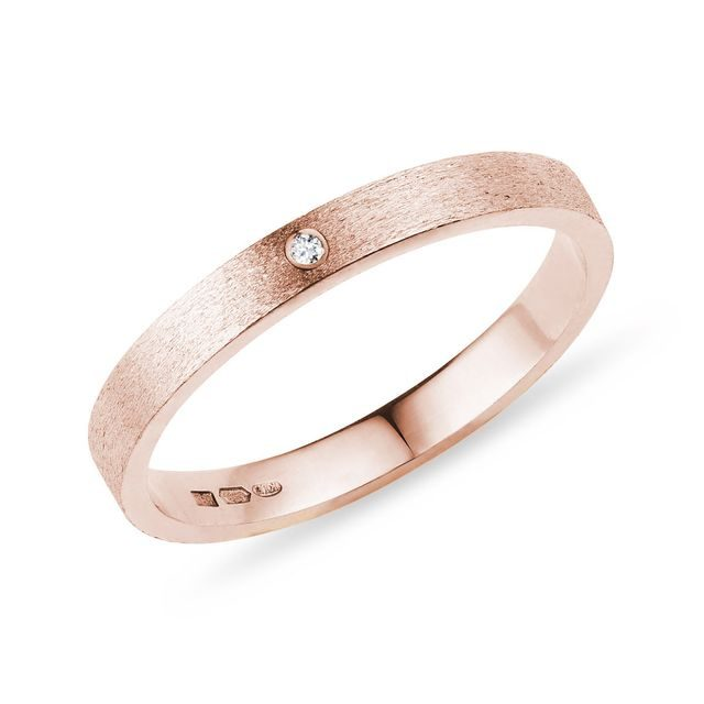 Alliance femme en or rose avec diamant