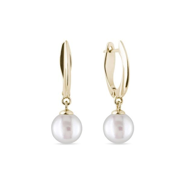 Pearl earrings in yellow gold