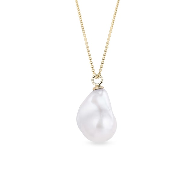 Baroque pearl pendant in yellow gold
