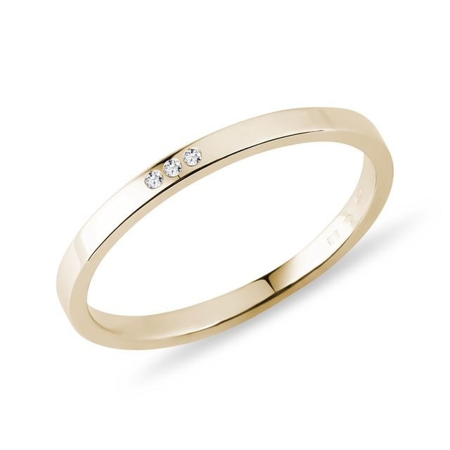 Three diamond ring in yellow gold