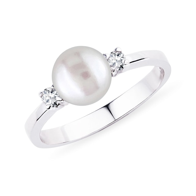 Bague en or blanc, perle et diamants