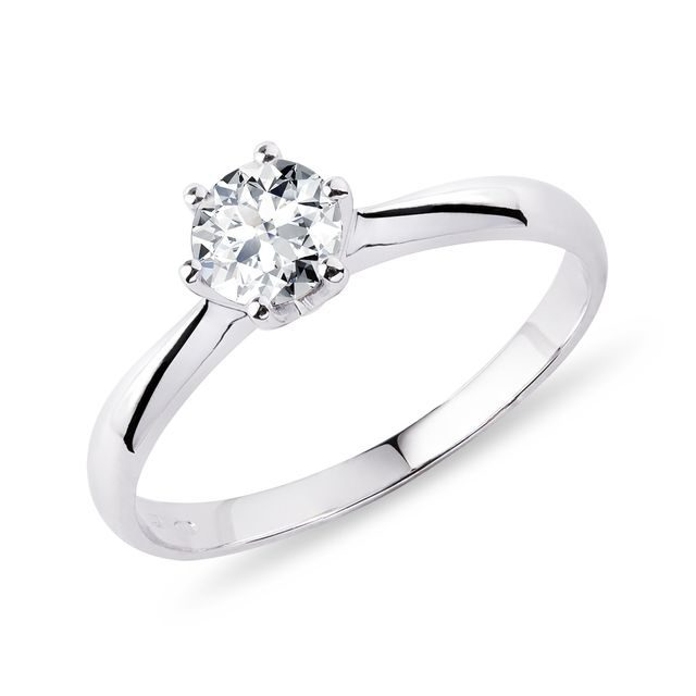Classic diamond ring in white gold
