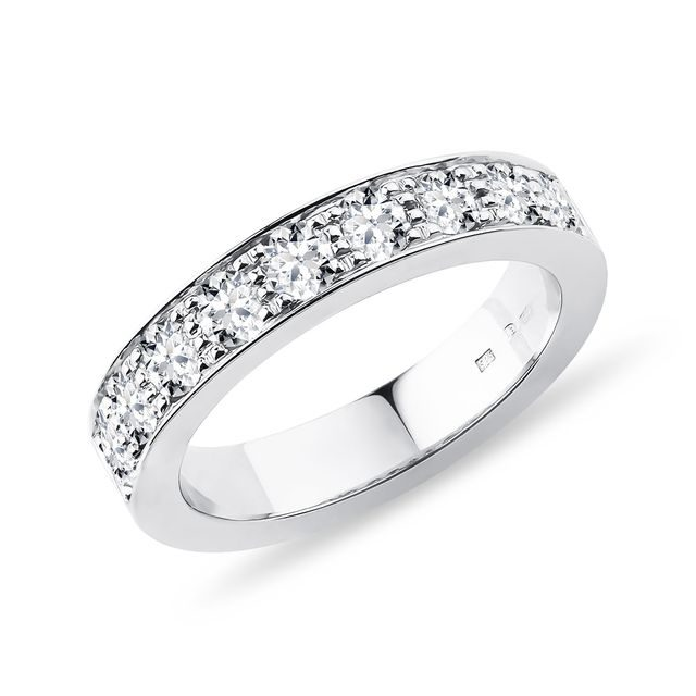 Luxury ring with diamonds in white gold