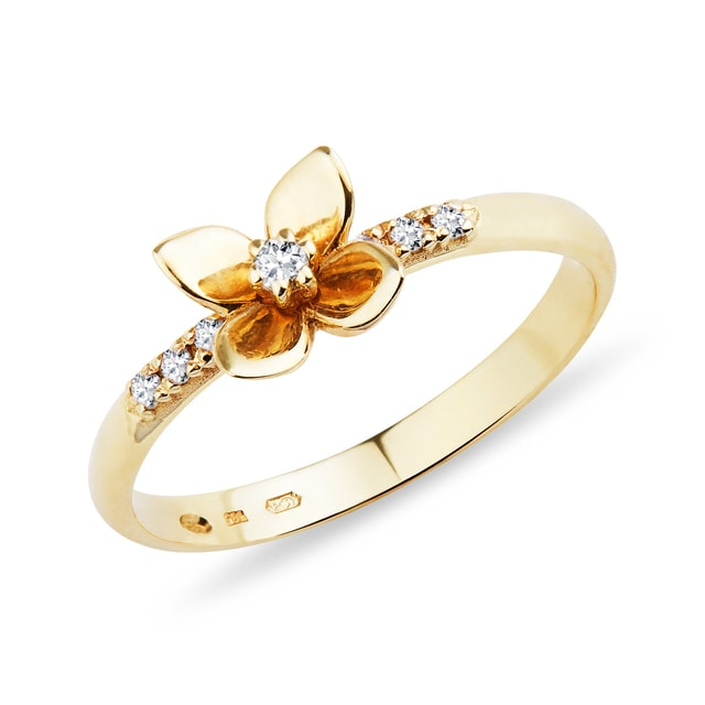 Gold flower-shaped ring with diamonds