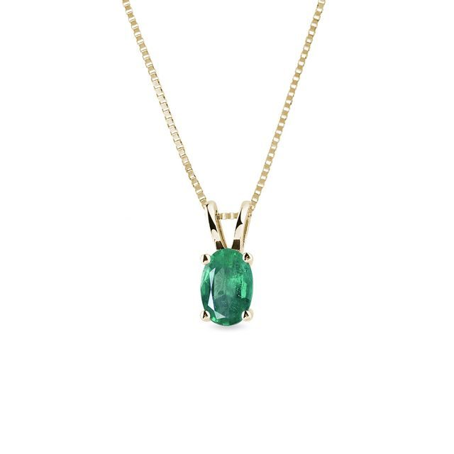 Yellow gold necklace with oval-shaped emerald
