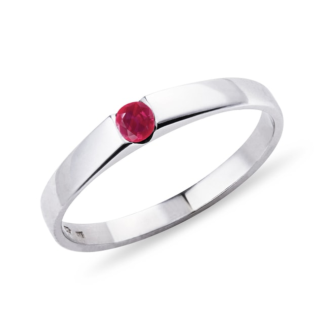 Minimalist white gold ruby ​​ring