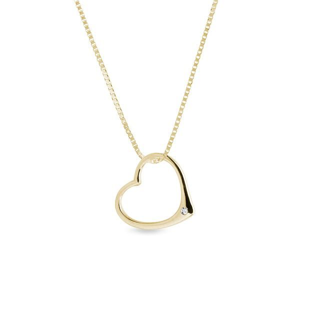 Heart pendant necklace with small diamond in gold