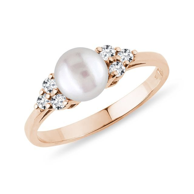 PEARL RING WITH DIAMONDS IN ROSE GOLD