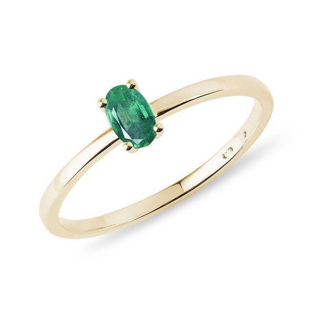 Minimalist emerald ring in gold