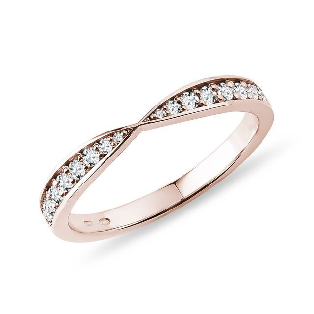 Diamond wedding ring in rose gold