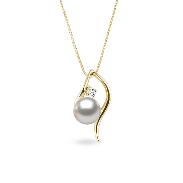 Akoya pearl and diamond necklace in yellow gold