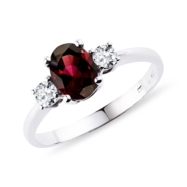Garnet ring with diamonds in white gold