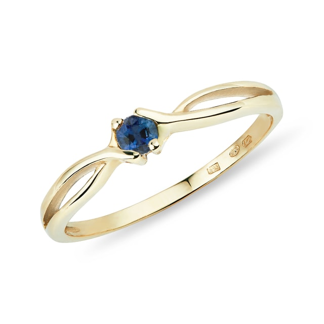 Sapphire ring in yellow gold